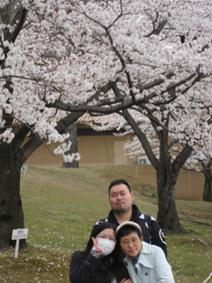 Cherry_blossom_and_student